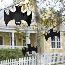 16 easy but awesome homemade halloween decorations hanging bats.jpg