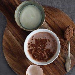 Helloglow.co der sauerrahm das kakaopulver das eiweiss der honig.jpg