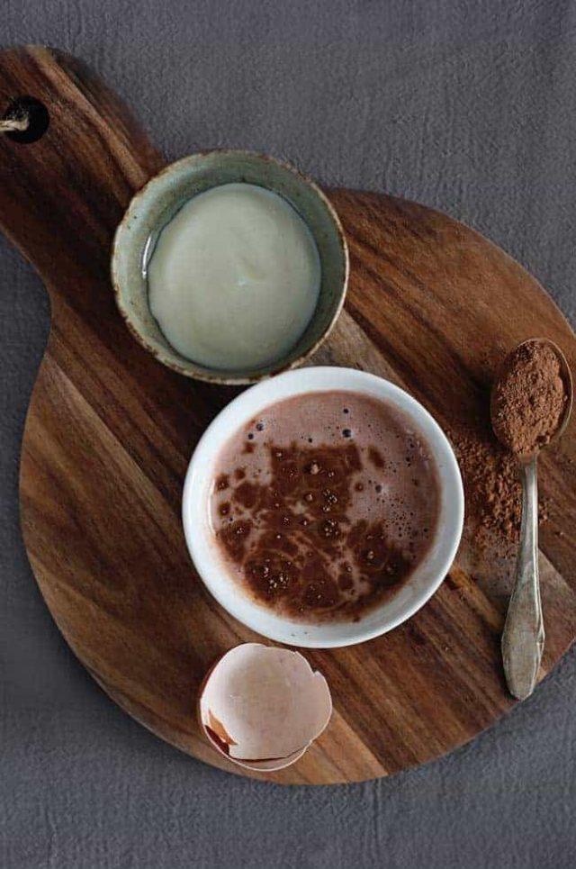 Helloglow.co der sauerrahm das kakaopulver das eiweiss der honig 1.jpg