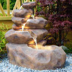 Springbrunnen mit Beleuchtung