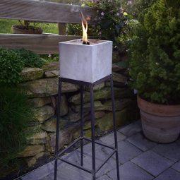 Große Kerzen für den Garten. Betonfeuer.