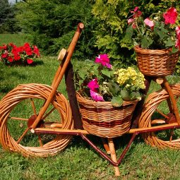 Blumentöpfe, Garten, Blumen, Blumengarten, interessante Blumentöpfe, außergewöhnliche Blumentöpfe