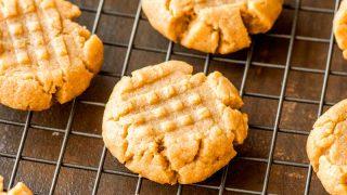 4 ingredient peanut butter cookies 1.jpg