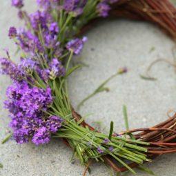 How to make a lavender wreath.jpg